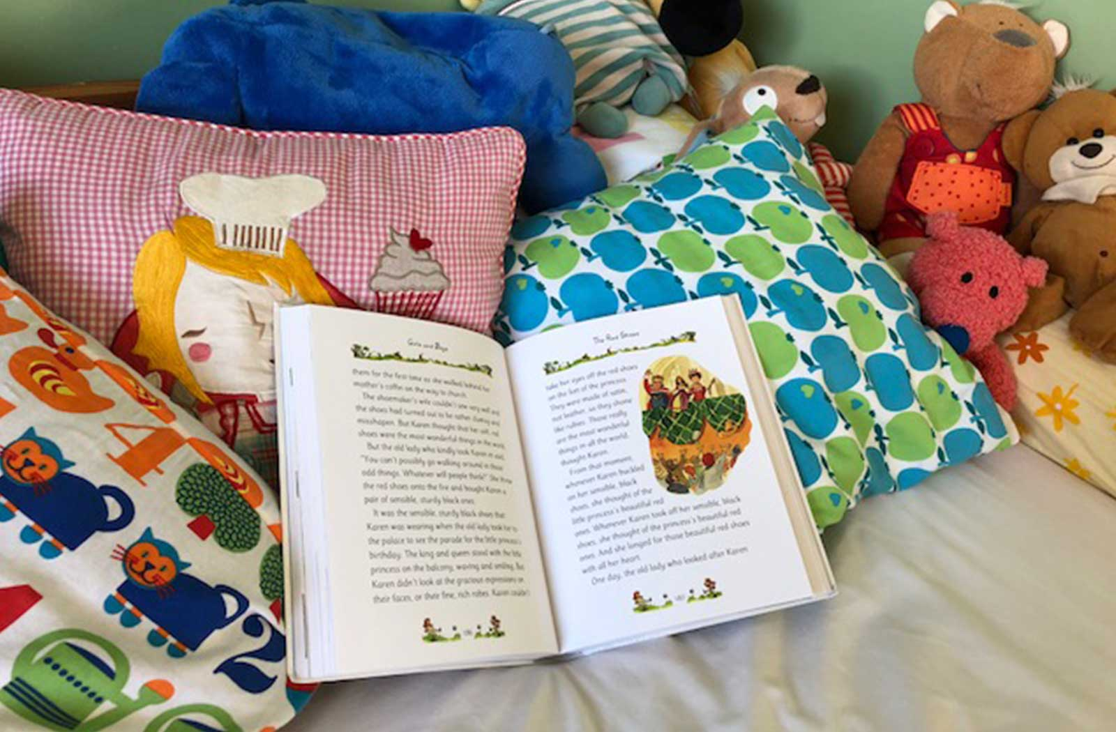 Tell me a story mummy... cosy storytime, making reading inviting